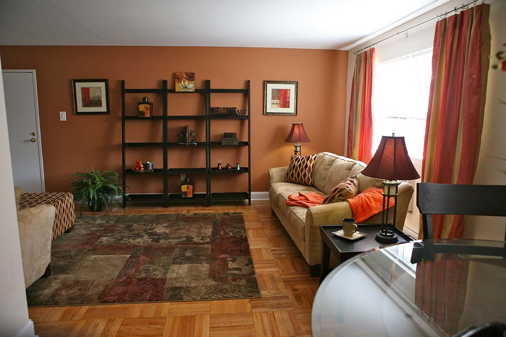 Large living room and dining area at Warrington Crossings apartments for rent in Warrington, PA